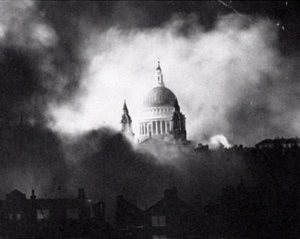 london blitz st pauls - 1940